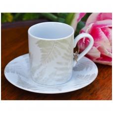 Paparčio lapais dekoruotas puodelis