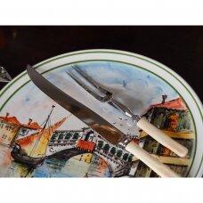 Peilis ir šakutė mėsos serviravimui