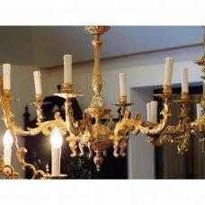 Prabangus bronzinis šešių šakų šviestuvas, dekoruotas akanto motyvais