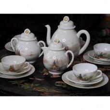 Rankomis dekoruotas porceliano arbatos komplektas, puoštas tradiciniais peizažais