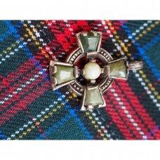 Vintažinis škotiškas pakabukas su penkiais žaliais akmenimis