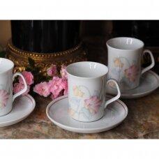 Winterling keturių porceliano puodelių, dekoruotų rožiniais žiedais, rinkinys
